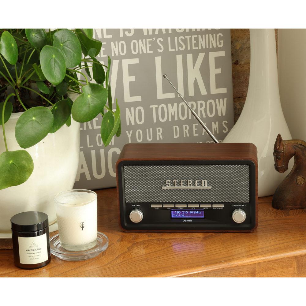 dab-18 retro radio alarm clock